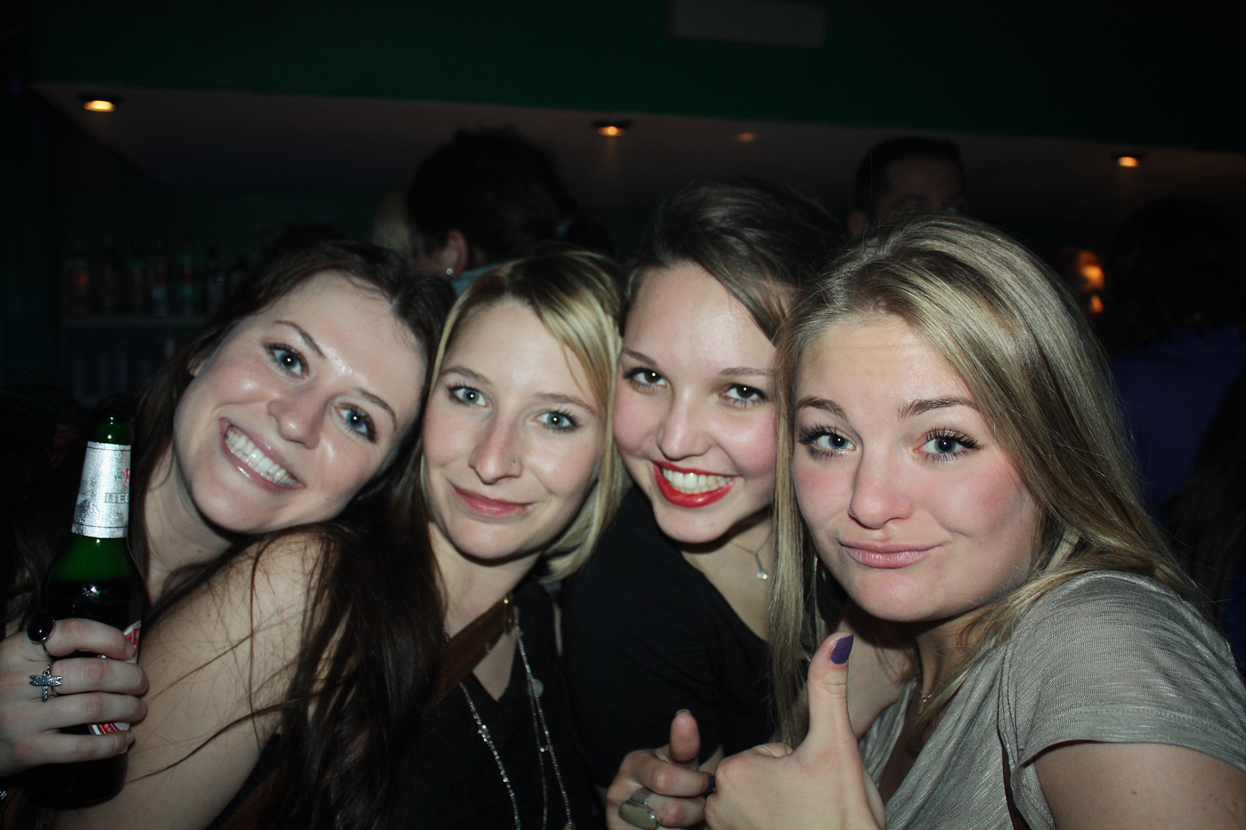 Русские вечеринки в общаге, русские парни голышом любительское видео